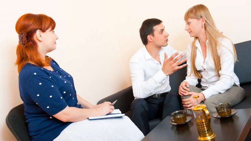 Couple during a family mediation proceeding